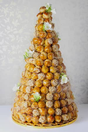 Wedding Cakes - Fresh Flower Croquembouche